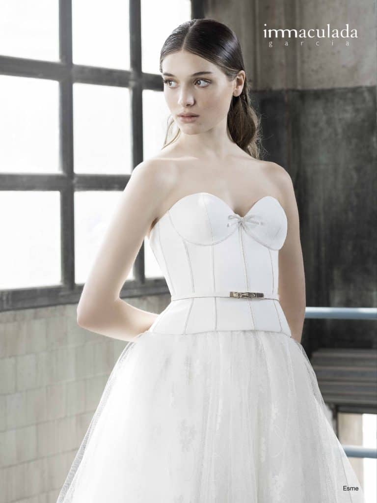 Esme - ženské a zmyselné svadobné šaty